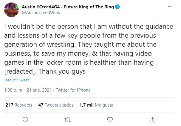 Xavier Woods dándole la papa al Taker.