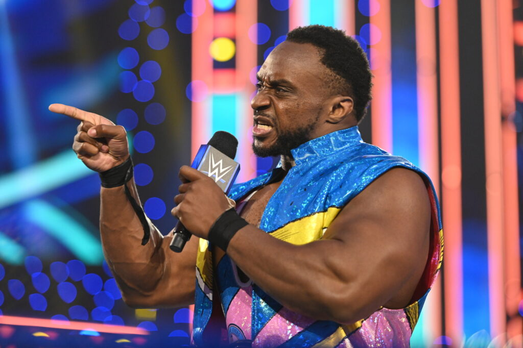 Big E durante una promo en Friday Night SmackDown