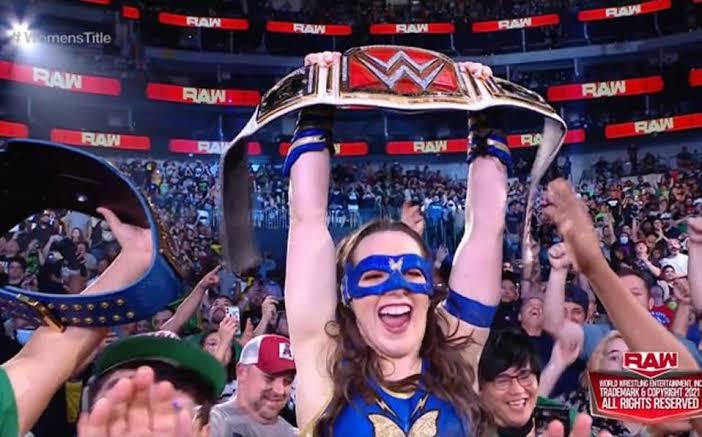 Nikki ASH quien hace una semana se convirtió en la nueva monarca de RAW